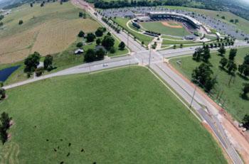 Imagen: La futura sede del campus Springdale ACH en la I-49, frente al estadio de béisbol Arvest (Fotografía cortesía de ACH).