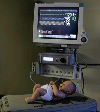 Imagen: El colchón terapéutico SR para reducir los episodios de apnea en los recién nacidos prematuros (Fotografía cortesía del Instituto Wyss).