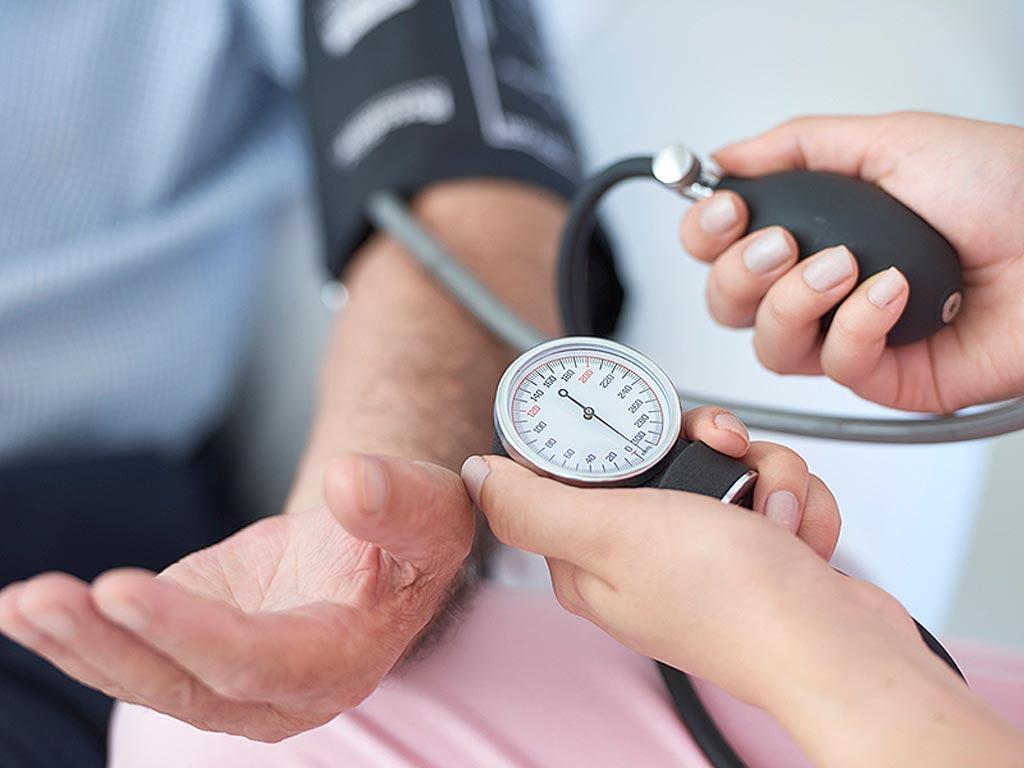 Imagen: Un tercio de los pacientes con hipertensión no sigue la terapia adecuadamente (Fotografía cortesía de Shutterstock).