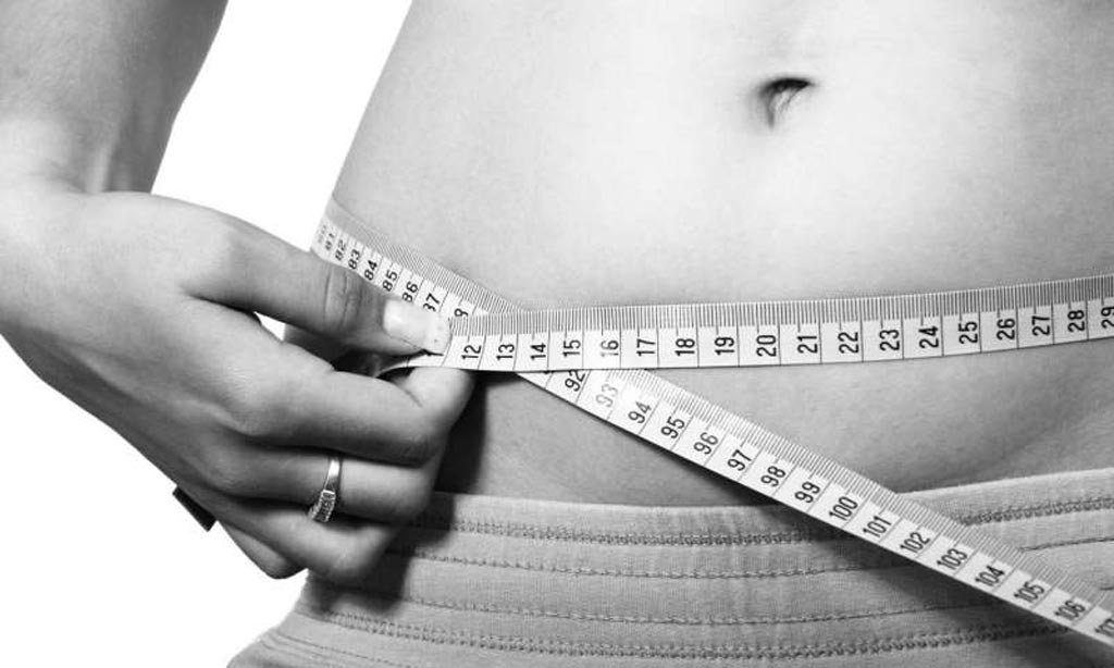 Imagen: Un nuevo estudio sugiere que las personas con sobrepeso o ligeramente obesas tienen una mayor probabilidad de sobrevivir a un accidente cerebrovascular (Fotografía cortesía de Shutterstock).