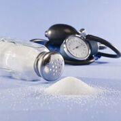 Imagen: Un estudio nuevo afirma que la ingesta alta de sal puede no ser la culpable de la hipertensión (Fotografía cortesía de Getty Images).
