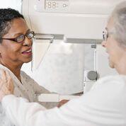 Imagen: Un nuevo estudio afirma que las mamografías para las residentes de hogares de ancianos no ofrecen ningún beneficio (Fotografía cortesía de Getty Images).