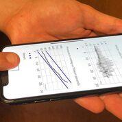 Imagen: Un método oscilométrico novedoso puede medir la presión arterial en un teléfono celular (Fotografía cortesía de la MSU).