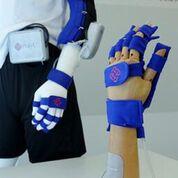 Imagen: Un dispositivo de rehabilitación combina un exoesqueleto y una robótica suave (Fotografía cortesía de PolyU).