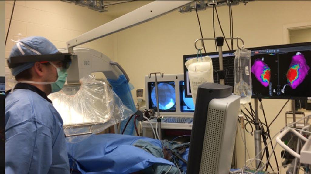 Imagen: El dispositivo de RA autocontenido está diseñado para brindar una experiencia inmersiva de RA en la que los cirujanos pueden explorar datos de manera interactiva en tres dimensiones (Fotografía cortesía del Centro Médico Beth Israel Deaconess).