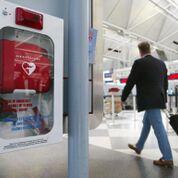 Imagen: Un estudio nuevo afirma que los DEA accesibles al público pueden aumentar la supervivencia de los ataques cardíacos que ocurren fuera del hospital (Fotografía cortesía de Getty Images).