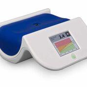 Imagen: El lector AGE utilizado en el estudio (Fotografía cortesía de Diagnoptics Technologies).
