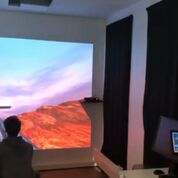 Imagen: Un médico controlando la experiencia de realidad aumentada de un paciente (Fotografía cortesía del Portal Scale-1).