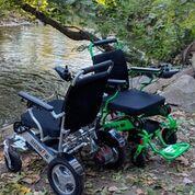 Imagen: Las sillas de ruedas eléctricas plegables, Eagle y Electra7 (Fotografía cortesía de Quick N Mobile).