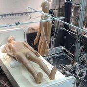 Imagen: Dos maniquíes en el estudio de ventilación por desplazamiento (Fotografía cortesía de la UCO).