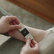 Imagen: un dispositivo móvil puede generar rápidamente un ECG de 6 derivaciones (Fotografía cortesía de AliveCor).