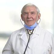 Imagen: Una organización internacional sugiere que los cirujanos deben ser evaluados profesionalmente antes de los 65 años (Fotografía cortesía de Shutterstock).