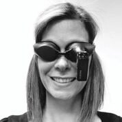 """Imagen: Las gafas de """"cámara de mareo"""" desarrolladas por la Dra. Welgampola (Fotografía cortesía de la revista Neurology)."""