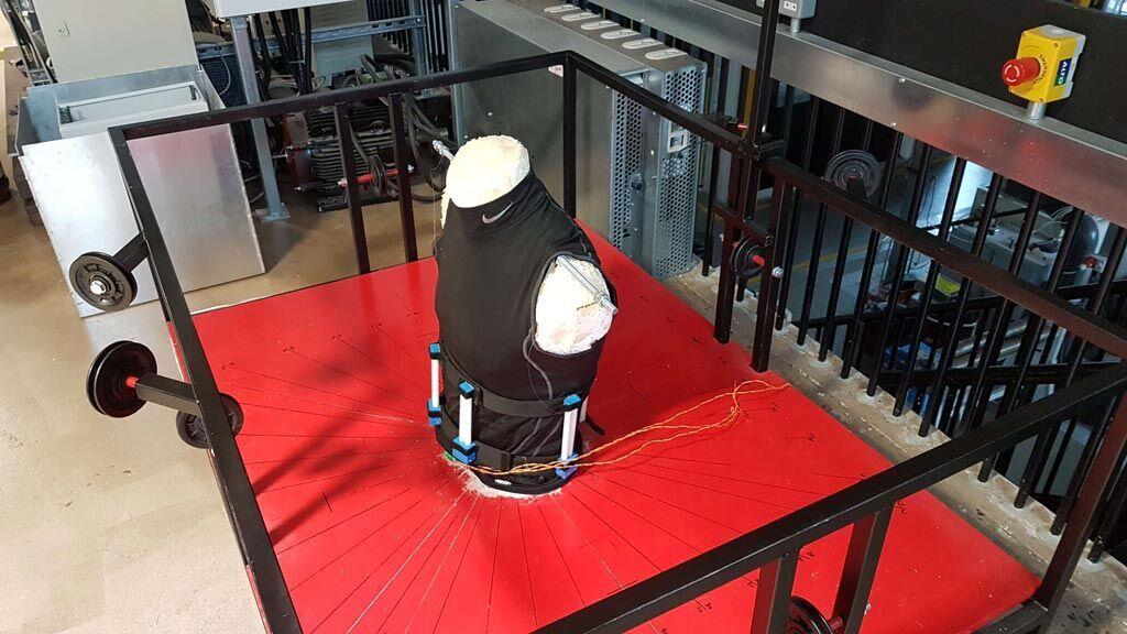 Imagen: Un torso mecánico ayuda al diseño de soportes para la espalda (Fotografía cortesía de la Universidad de Lancaster).