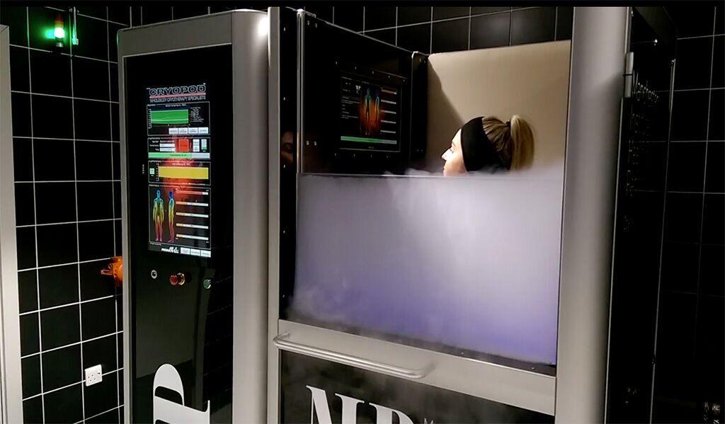 Imagen: La monitorización biométrica completa garantiza la seguridad de la crioterapia (Fotografía cortesía de CryoPod).