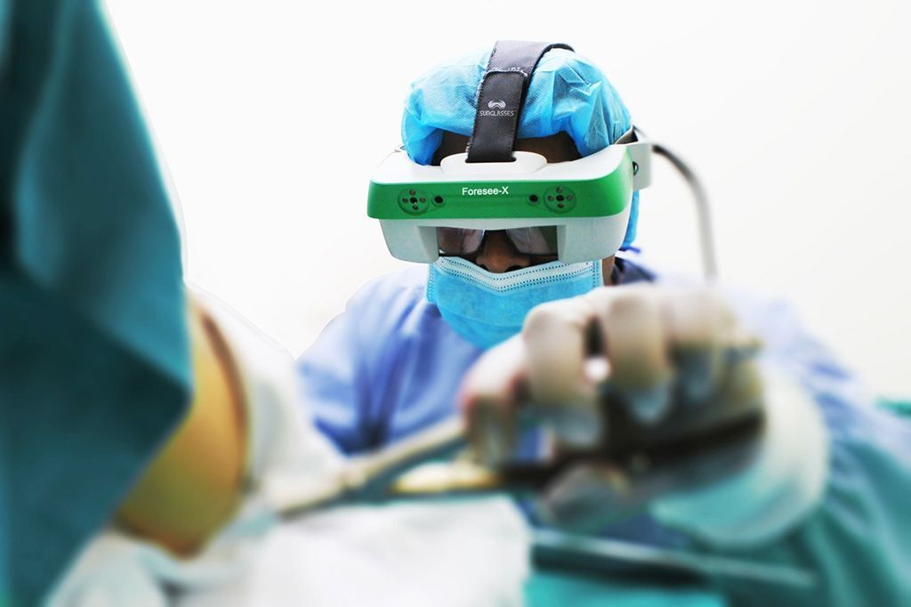 Imagen: Los anteojos de realidad aumentada, Foresee-X (Fotografía cortesía de Surglasses)
