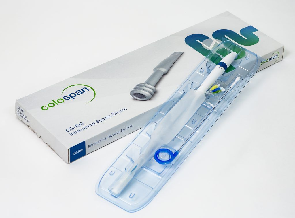 Imagen: Un dispositivo de derivación intraluminal reduce las complicaciones del estoma desviador (Fotografía cortesía de Colospan)