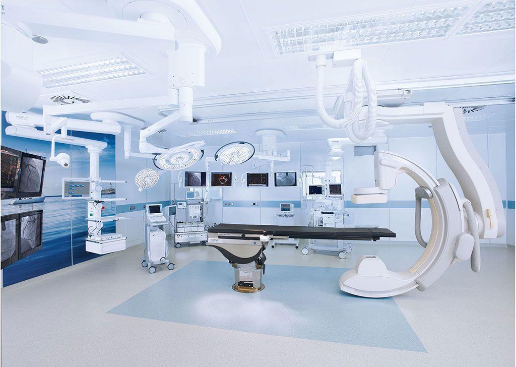 Imagen: Un quirófano híbrido equipado con el brazo en C robótico Allura Clarity Flexmove (Fotografía cortesía de Maquet)