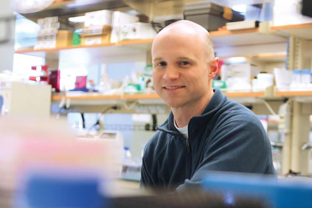 Imagen: William Murphy, profesor de ingeniería biomédica y ortopedia de la UW-Madison (Fotografía cortesía de la Universidad de Wisconsin-Madison)