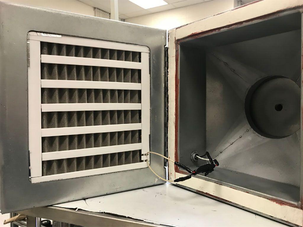 Imagen: Un filtro nuevo de espuma de níquel puede matar el SARS-CoV-2 en segundos (Fotografía cortesía de la UH)