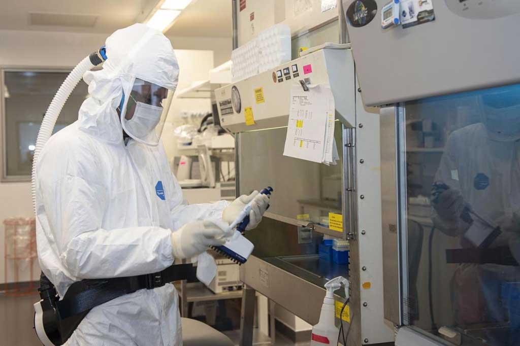 Imagen: Los anticuerpos aislados de pacientes con COVID-19 podrían estar entre los más potentes en la neutralización del virus SARS-CoV-2 (Fotografía cortesía del Dr. David Ho/Centro médico Irving de la Universidad de Columbia)