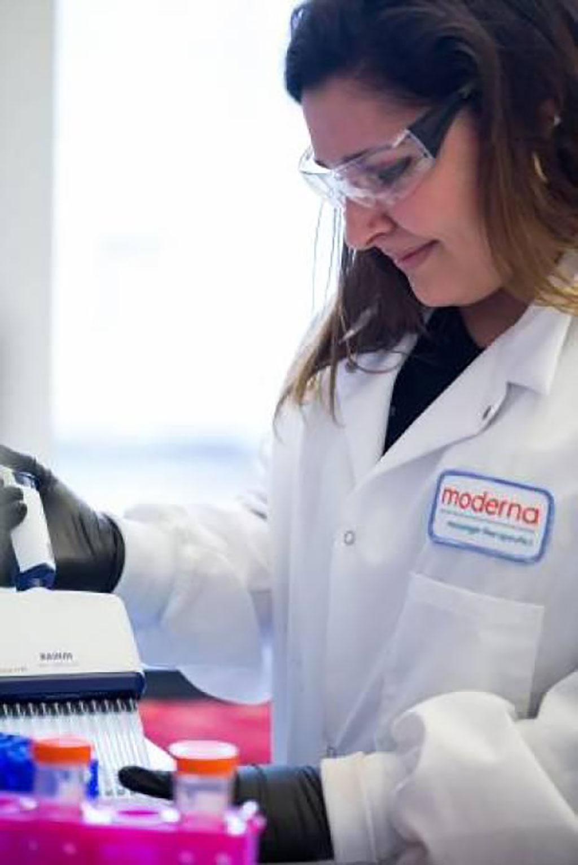 Imagen: La vacuna contra la COVID-19 de Moderna podría obtener la Autorización de Uso en Emergencias de la FDA en diciembre, afirma el director ejecutivo (Fotografía cortesía de Moderna, Inc.)