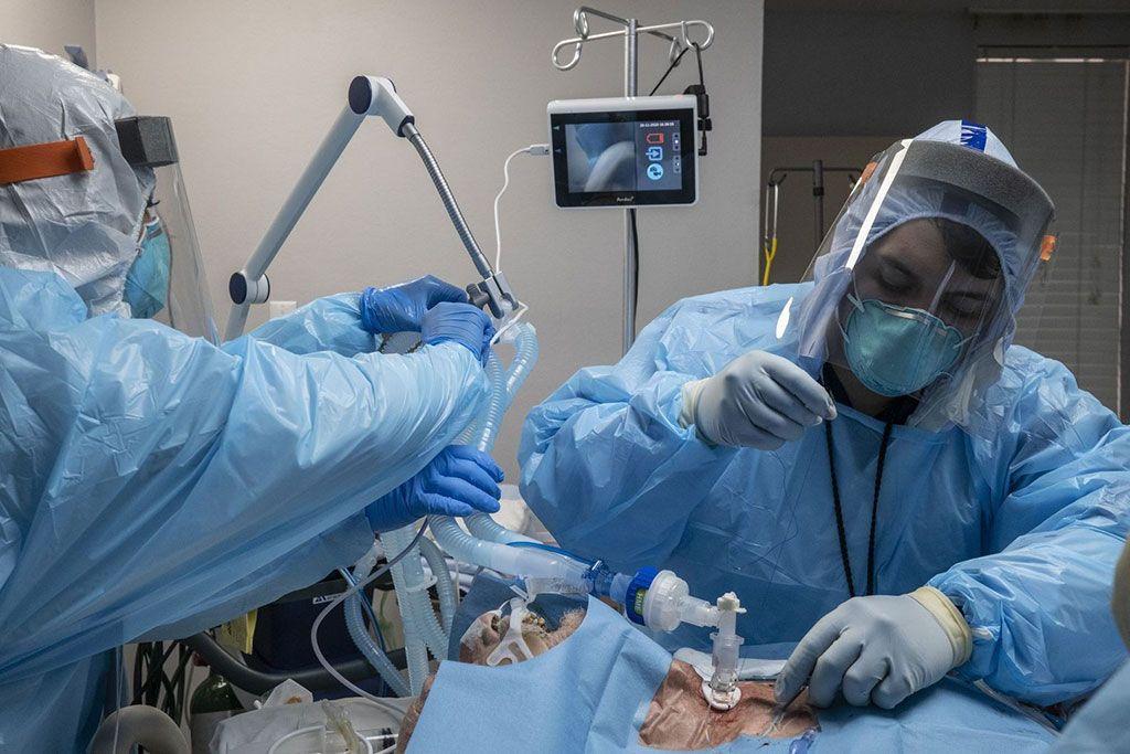 Imagen: Una traqueotomía temprana en pacientes con coronavirus puede producir mejores resultados respiratorios (Fotografía cortesía de Getty Images)
