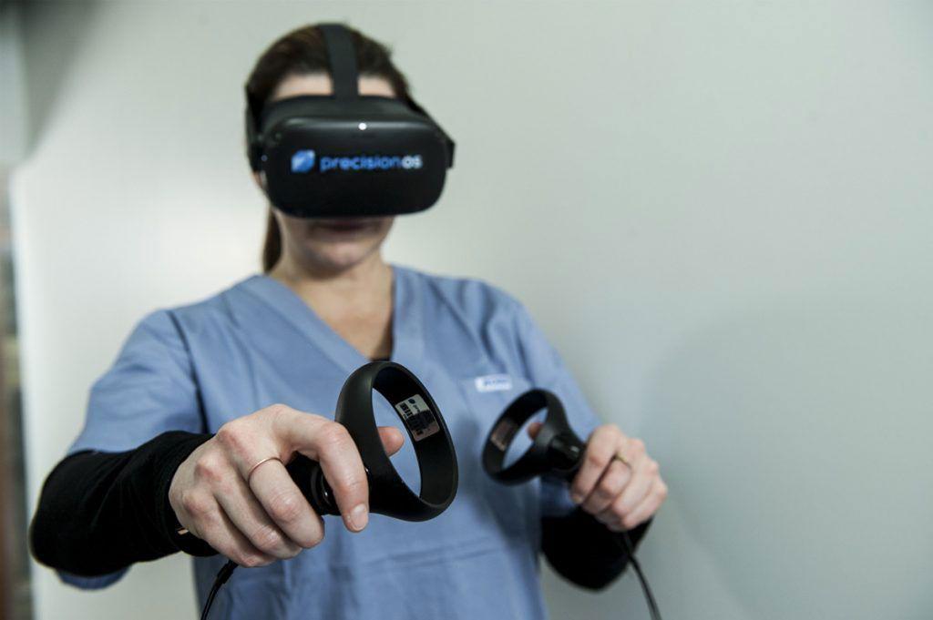 Imagen: La realidad virtual inmersiva puede ayudar a mejorar las habilidades quirúrgicas (Fotografía cortesía de PrecisionOS)