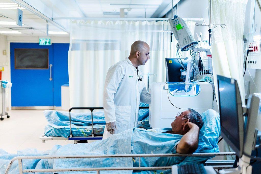 Imagen: Un dispositivo IGIN al lado de la cama del paciente (Fotografía cortesía de IGIN)