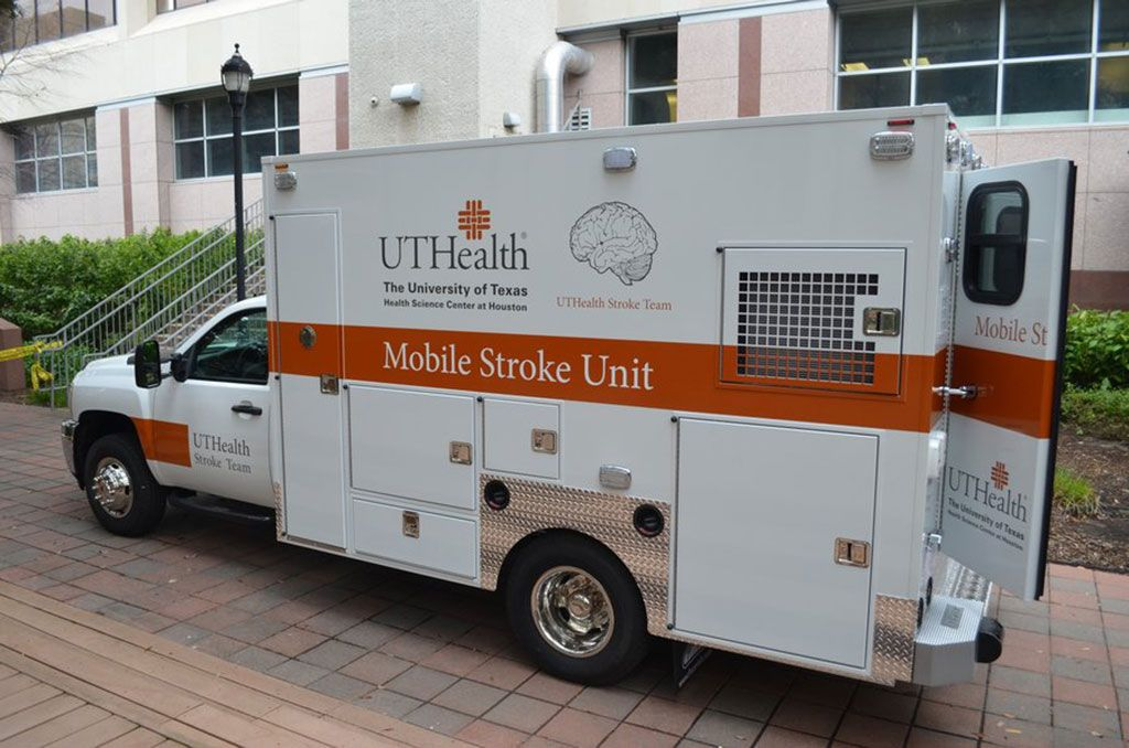 Imagen: Una de las MSU de la UTH equipada con un TC móvil (Fotografía cortesía de UTH)