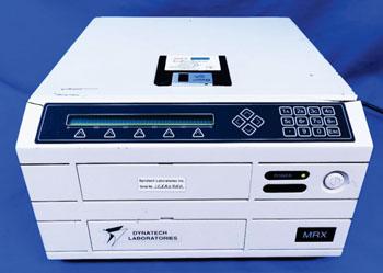 Imagen: El lector de microplacas MRX (Fotografía cortesía de Dynatech Medical Products).