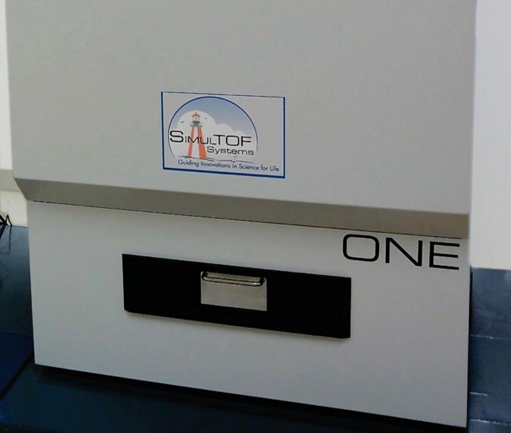 Imagen: Espectrómetro de masa de desorción/ionización por láser asistida por matriz, SimulToF (Fotografía cortesía de Virgin Instruments).