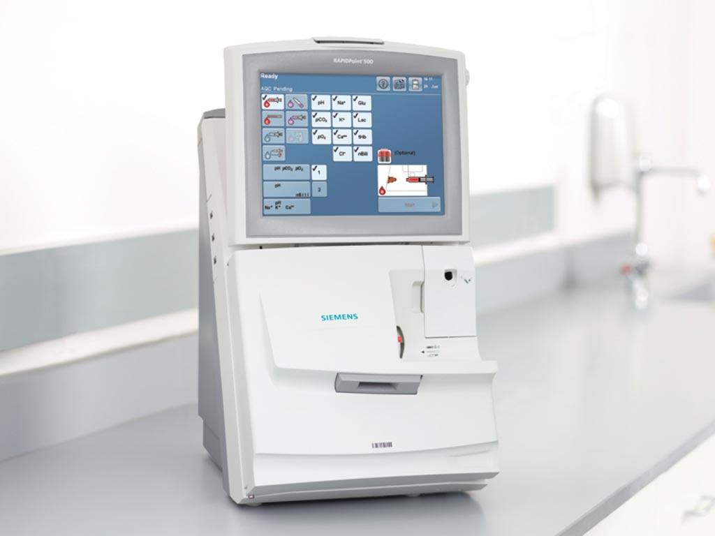 Imagen: El analizador RAPIDPoint 500 (Fotografía cortesía de Siemens Healthineers).
