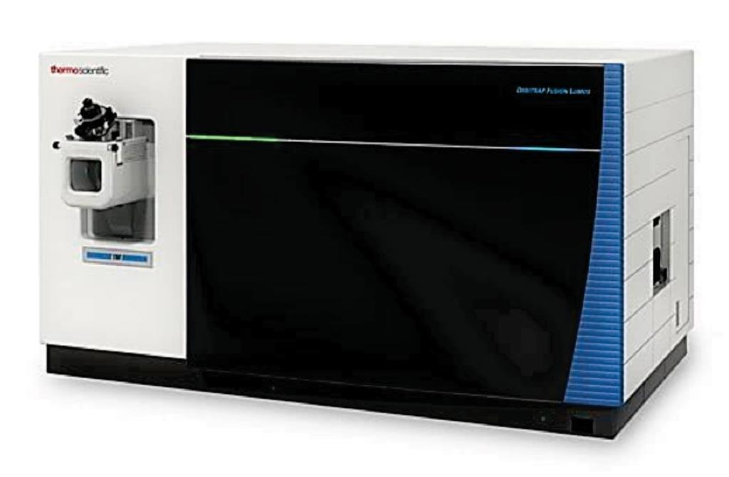 Imagen:Espectrómetro de masas Orbitrap Fusion Lumos Tribrid (Fotografía cortesía de Thermo Fisher Scientific).