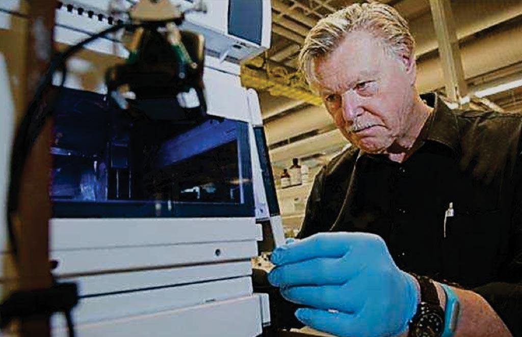 Imagen: El fundador de SISCAPA Assay Technologies, el Dr. Terry Pearson PhD, ha creado una forma de hacer análisis para varias enfermedades a partir de una sola gota de sangre seca utilizando un flujo de trabajo en un espectrómetro de masas totalmente automatizado (Fotografía cortesía de SISCAPA).