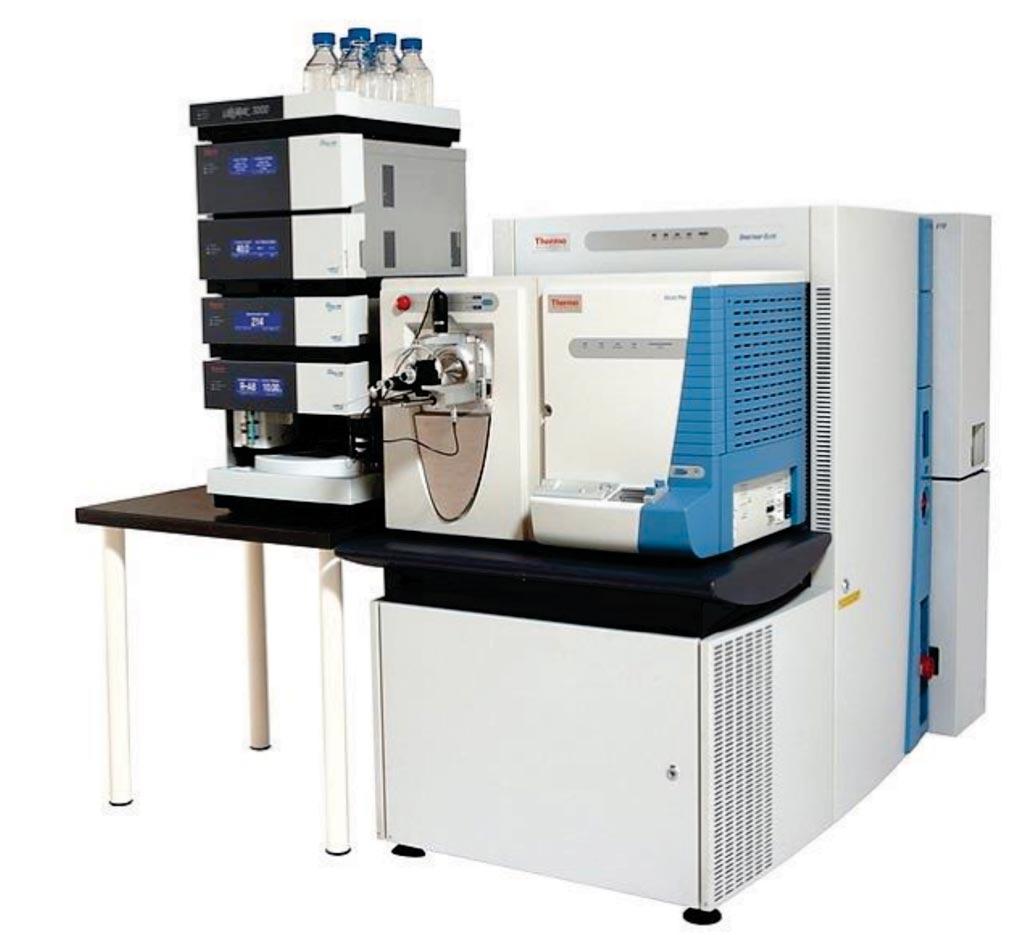 Imagen: El sistema Dionex Ultimate 3000 UHPLC junto con el espectrómetro de masas de alta resolución nano-ESI Orbitrap-Elite (Fotografía cortesía de Thermo Fisher Scientific).