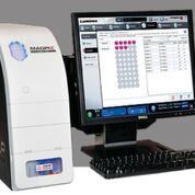 Imagen: La unidad de multiplexación compacta, MAGPIX, realiza hasta 50 pruebas diferentes usando un solo volumen de reacción y lee una placa de 96 pozos en solo 60 minutos (Fotografía cortesía de Luminex).