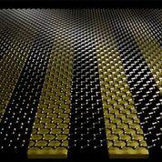 Imagen: Los investigadores combinaron el grafeno con cintas metálicas de oro de tamaño nanométrico para crear un biosensor ultrasensible que podría ayudar a detectar una variedad de enfermedades en humanos y animales (Fotografía cortesía del Grupo Oh, Universidad de Minnesota).