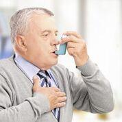 Imagen: Una investigación nueva muestra que los factores de riesgo genéticos para el asma de aparición en adultos fueron en gran parte un subconjunto del riesgo genético para el asma de aparición en la infancia, pero con efectos en general más pequeños, lo que sugiere un mayor papel de los factores de riesgo no genéticos en el asma de aparición en adultos (Fotografía cortesía de Shutterstock).