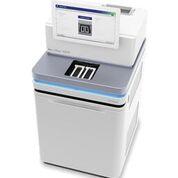 Imagen: El sistema NovaSeq 6000 ofrece secuenciación de alta eficiencia para una amplia gama de aplicaciones (Fotografía cortesía de Illumina).