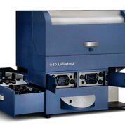 Imagen: El analizador de células LSRFortessa ofrece la mejor opción para la citometría de flujo, proporcionando potencia, desempeño y consistencia (Fotografía cortesía de BD Biosciences).