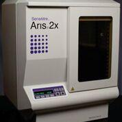 Imagen: El sistema de Pruebas de Sensibilidad a los Antibióticos Automatizado Completo Sensititre (AST) realiza todas las pruebas de sensibilidad en una sola plataforma utilizando la sensibilidad superior de los resultados verdaderos de la CIM (Fotografía cortesía de Thermo Fisher Scientific).