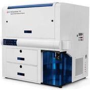 Imagen: El sistema FACSymphony A5 es un analizador de células novedoso que aprovecha los beneficios inherentes de la citometría de flujo y permite la medición simultánea de hasta 50 características diferentes de una sola célula (Fotografía cortesía de BD Biosciences).