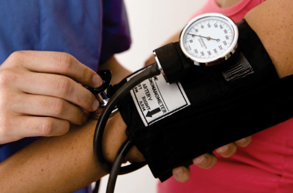 Imagen: La preeclampsia es una afección que ocurre solo durante el embarazo y algunos síntomas pueden incluir presión arterial alta y presencia de proteínas en la orina. Un fenotipo específico reduce el riesgo de preeclampsia (Fotografía cortesía de la Asociación Americana del Embarazo).