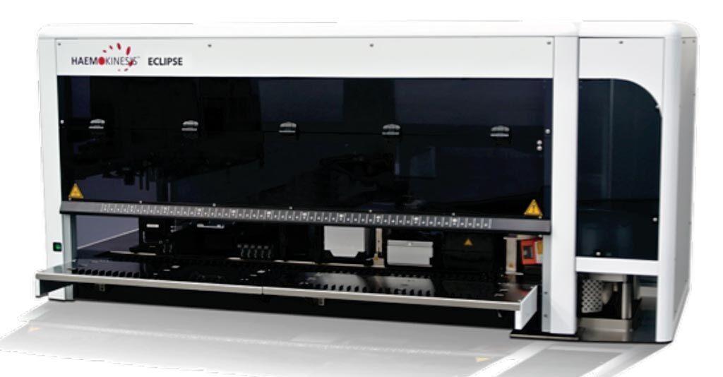 Imagen: El analizador de inmunohematología Eclipse incorpora la tecnología STARGEL10 AUTO Card Stacker que permite la carga de 32 tarjetas STARGEL10 AUTO al mismo tiempo (Fotografía cortesía de Hemokinesis).
