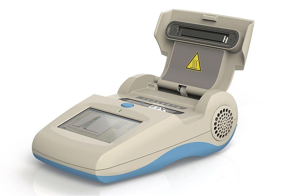 Imagen: El escáner de mano, Genie III, tiene un sistema de excitación y detección de fluorescencia de dos colores (Fotografía cortesía de OPTIGENE Ltd).