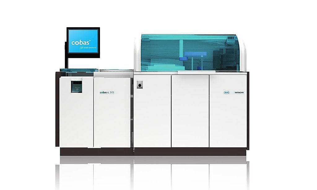 Imagen: El analizador cobas c 513 es un analizador dedicado para la HbA1c de alto rendimiento, diseñado para satisfacer las necesidades de eficiencia, rendimiento y exactitud para las pruebas de laboratorio de HbA1c (Fotografía cortesía de Roche Diagnostics)