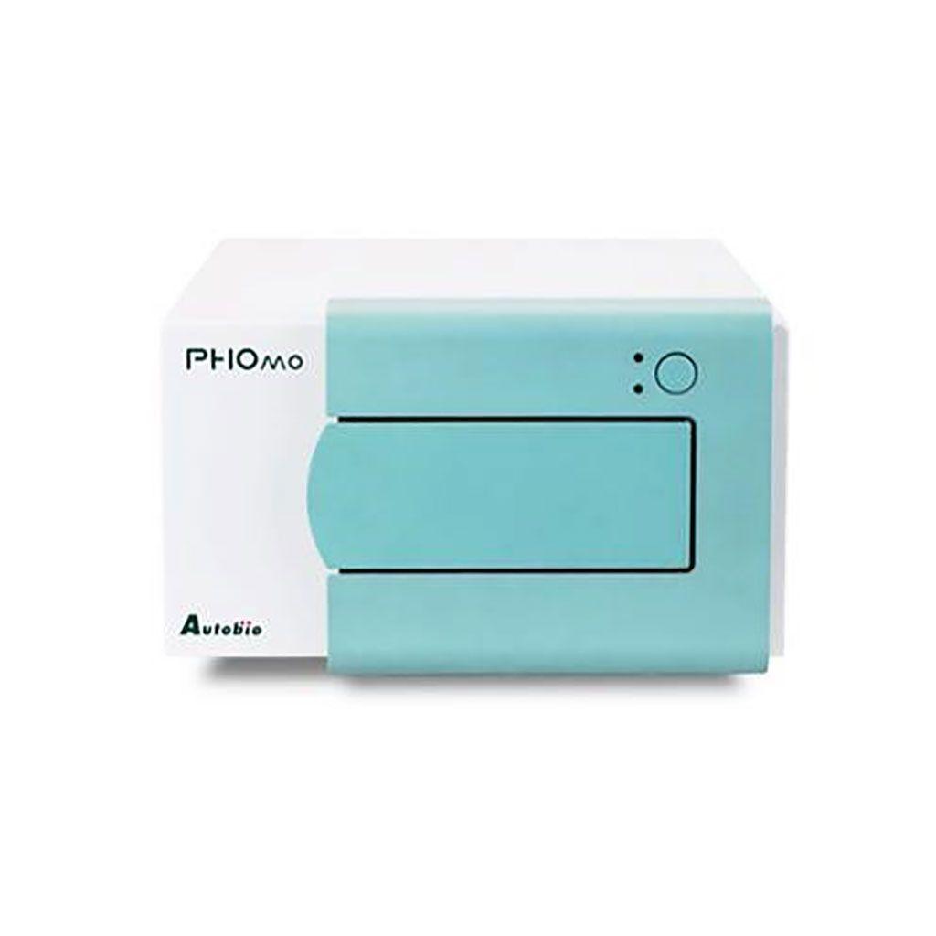 Imagen: El lector de microplacas PHOMO: el diseño óptico sofisticado combinado con el sistema de transporte de placas exacto permite un escaneo de alta resolución (29 puntos por pozo) para permitir ensayos de aglutinación (Fotografía cortesía de Autobio Diagnostics Co).