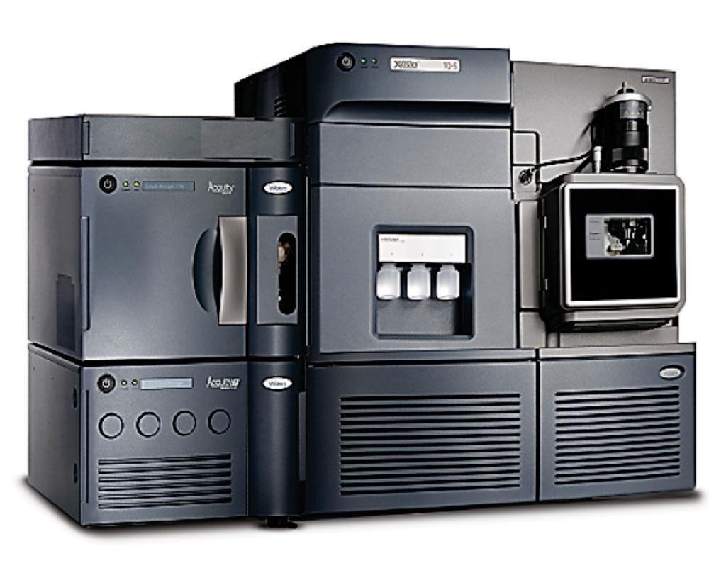 Imagen: El espectrómetro de masas Xevo con un sistema de cromatografía Acquity de ultra alto rendimiento (Fotografía cortesía de Waters Corporation).
