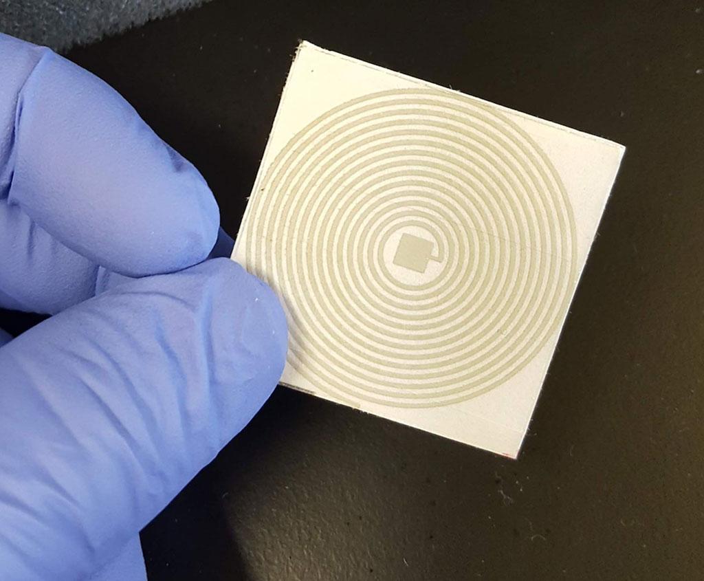 Imagen: La prueba de diagnóstico COVID-19 en papel, sin contacto, podría detectar el SARS-CoV-2 utilizando frecuencias eléctricas (Fotografía cortesía de la Universidad Estatal de Iowa)
